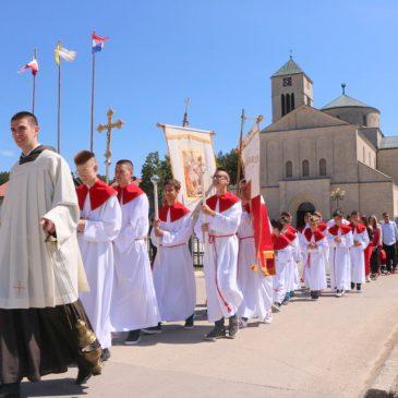 DANAS: Procesija u 10:30, sveta misa u 11 sati, Večer bećarca i gange u 18 sati