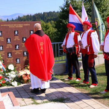 PIDRIŠ/USKOPLJE: Služena sveta misa, položeni vijenci i upaljene svijeće za poginule pripadnike Brigade kralja Tomislava