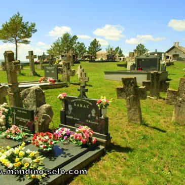 SUTRA: Košenje trave na groblju u 16 sati