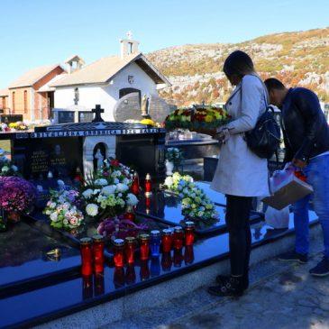 SVI SVETI: Naše groblje danas (foto)