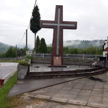 VITEZ: Nepoznati počinitelj/i oskrnavili spomen obilježje u Topali